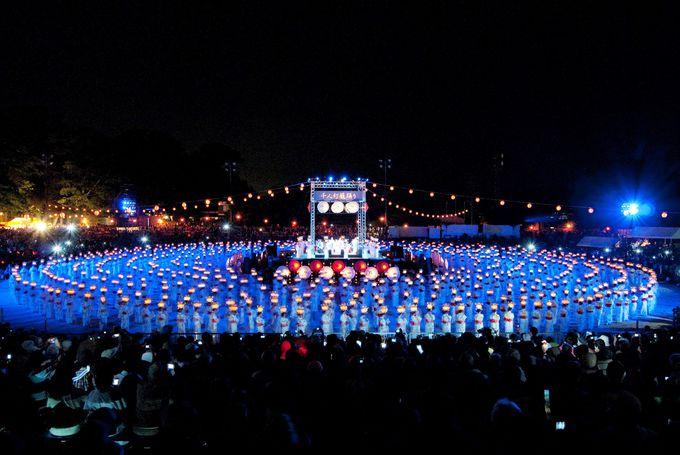 山鹿灯籠祭りのハイライト、千人灯籠踊り