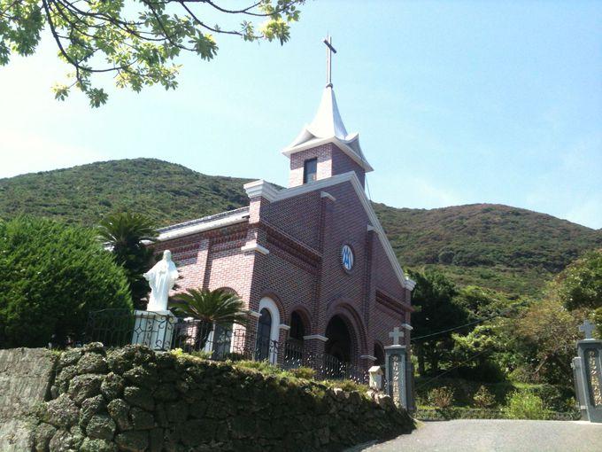 海と崖の果てに厳かに気高く佇む、井持浦天主堂