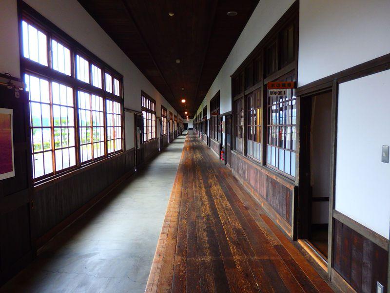 愛媛・宇和米博物館で日本一長い木造廊下の雑巾がけに挑戦!