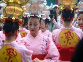 千の灯りが妖しく誘う。熊本・山鹿灯籠祭りで「あなたもお酔いよ」|熊本県|トラベルjp<たびねす>