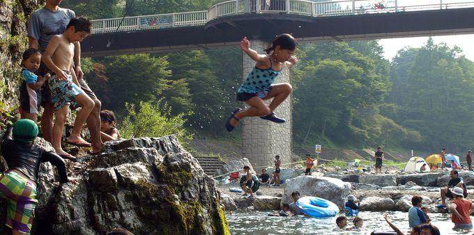 夏休みは恐竜センターとセットで関東一の清流で川遊びも!
