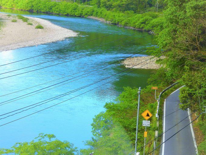三江線の魅力は、時速30キロの優雅な絶景車窓の旅!