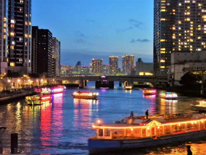 夜のお花見屋形船で、隅田川に向けていよいよ出発