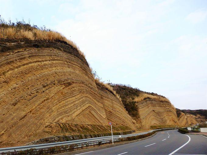 伊豆大島の巨大な地層切断面の不思議なパワー