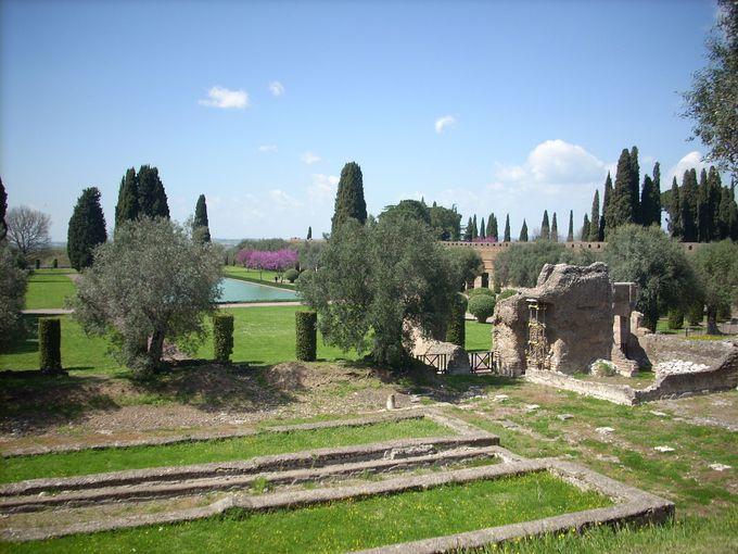 ギリシャかぶれの皇帝の世にも美しいお宅。