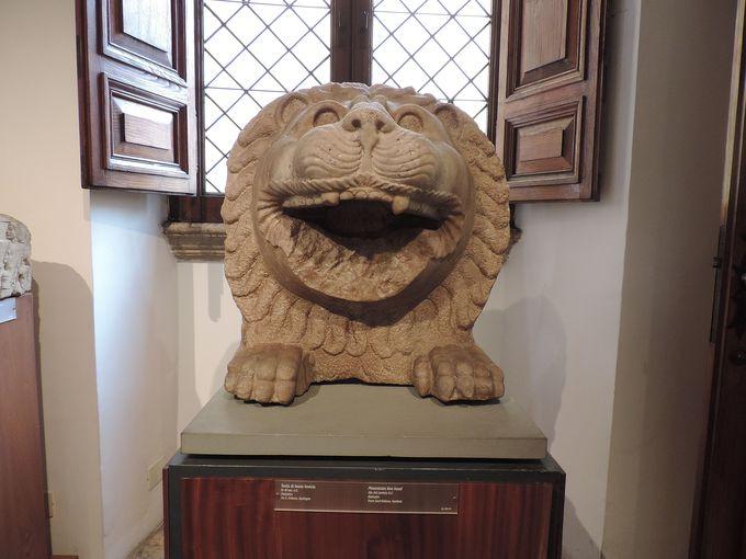 古代彫刻のコレクションがいっぱい『バラッコ美術館』。