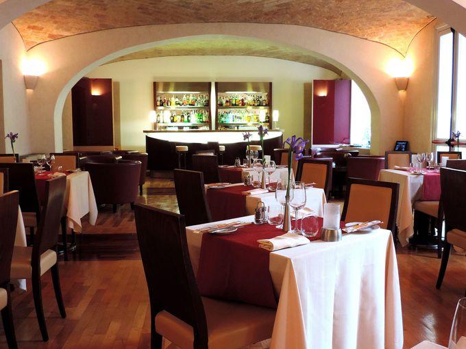 気持ちのいいガーデンレストランのテラス席でローマ料理に舌鼓!