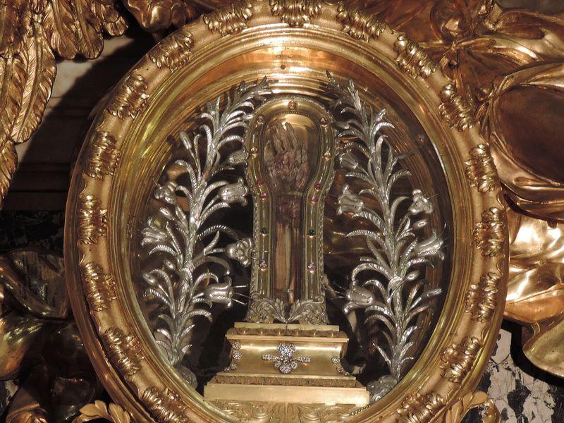 ザビエルの右腕が!?美しい天井画が圧巻のイタリア「ジェズ教会」