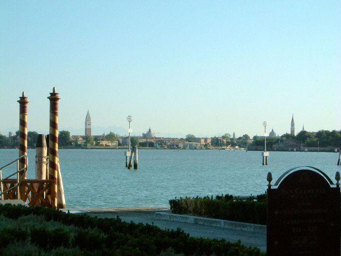 ヴェネチアの喧騒と静寂さを結ぶホテル専用シャトルボート