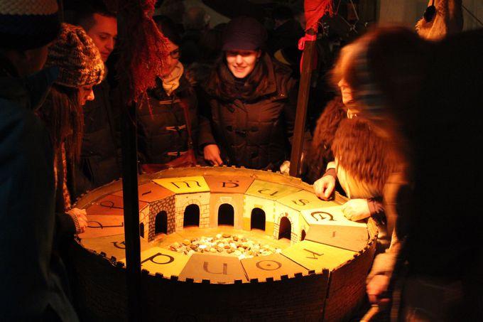 中世のルーレット? 素朴なゲームも参加して楽しめます