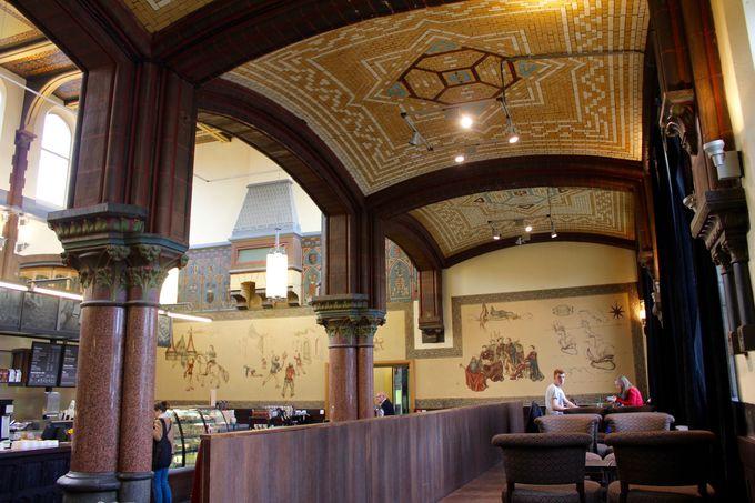 散歩の出発地点はゲント・セント・ピータース駅のスターバックスコーヒー?!