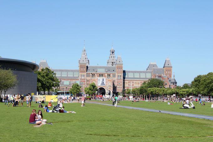 有名美術館が集まるミュージアム広場も絵の題材がたくさん