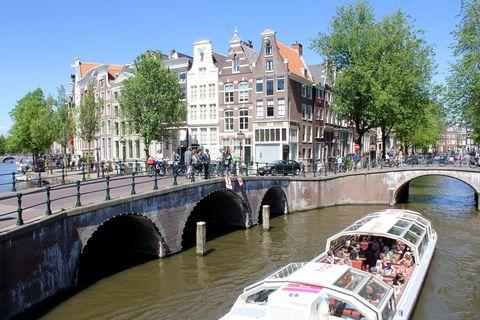 美しい運河が流れる「水の都」を巡る旅