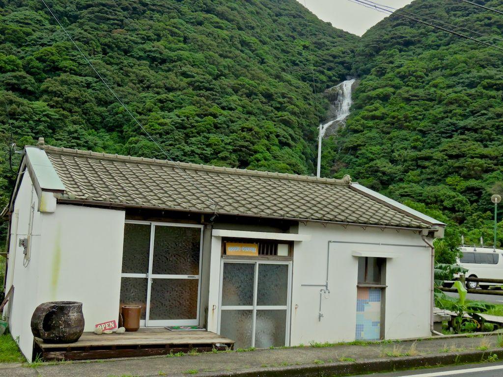 美味しいコーヒーを飲みながらゆっくり見たい滝「布引の滝」