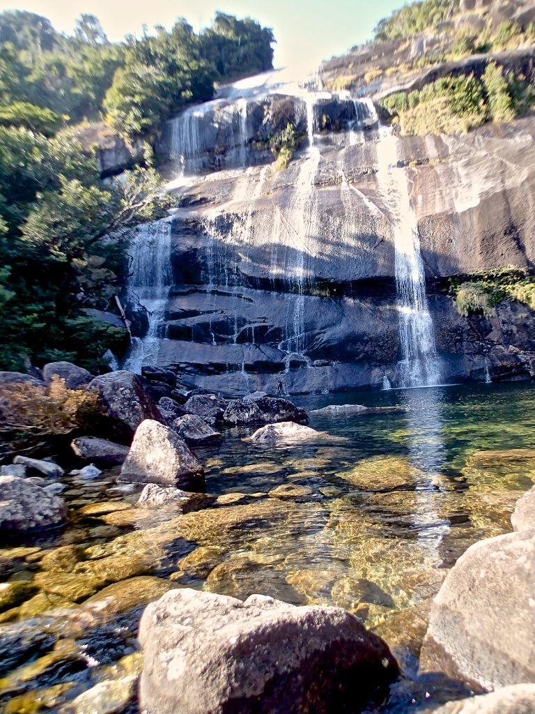 照葉樹の森に守られた神秘の滝「蛇の口の滝」