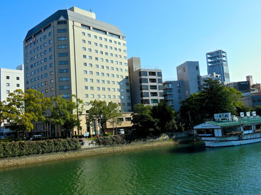 川沿いに立つ、立地と景観が最高のホテル