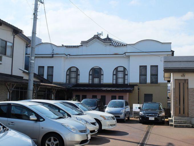 現役最古級の映画館はひっそりと街中に佇む。