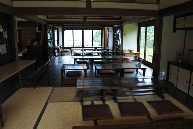 休憩や甘味が楽しめる古民家カフェでも景色を一望!