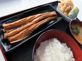 横浜の小さな漁港食堂「小柴のどんぶりや」で名物穴子三昧!