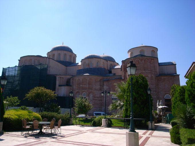 もとはビザンティン時代の修道院であったゼイレック・ジャーミィ