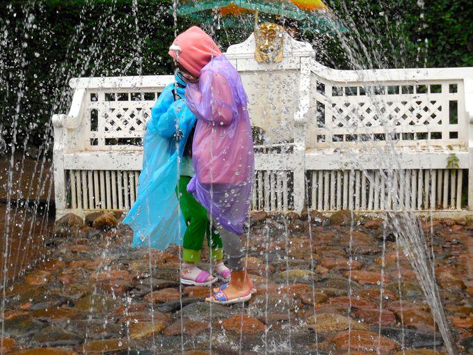 下の公園には楽しい噴水がいっぱい