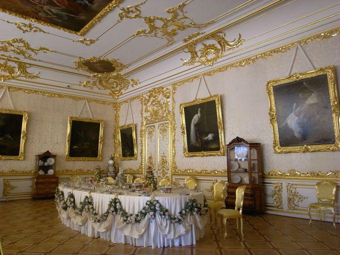 皇帝一家の食事の間、「白の主食堂」