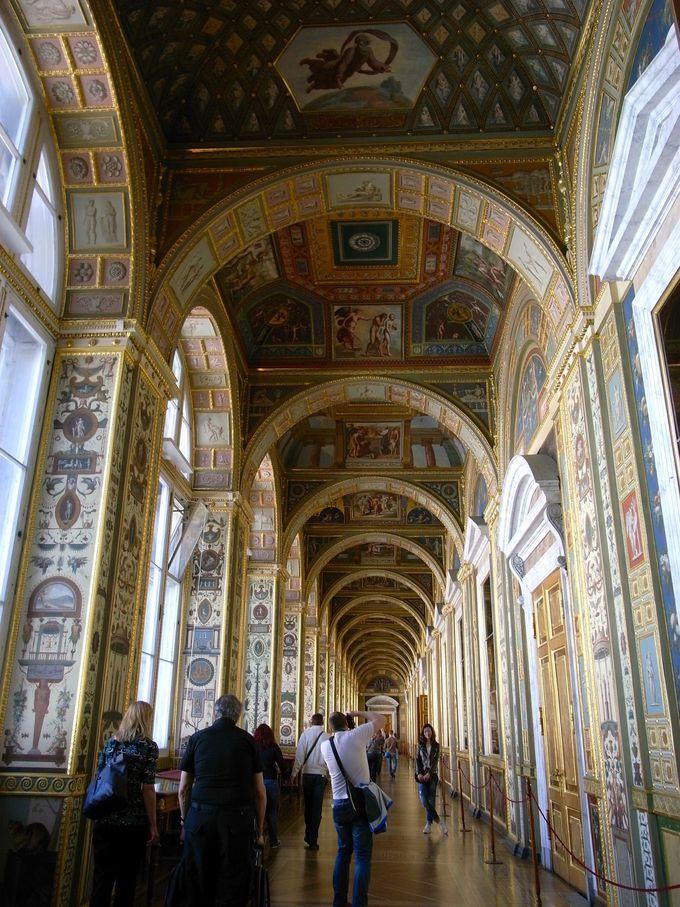 ラファエロの回廊はローマ・ヴァチカン宮殿がモデル