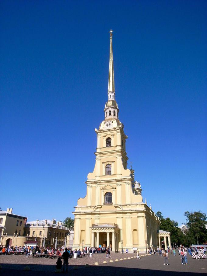 金色に輝く尖塔 ペトロパヴロロフスク聖堂