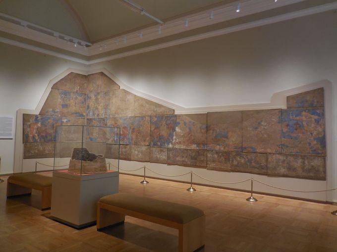ラピスラズリに彩られた古代ペンジケントの壁画