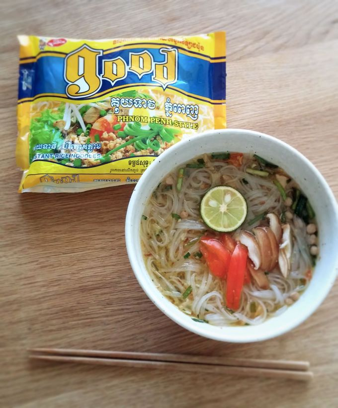 定番インスタント麺も、カンボジアン・フレーバーで