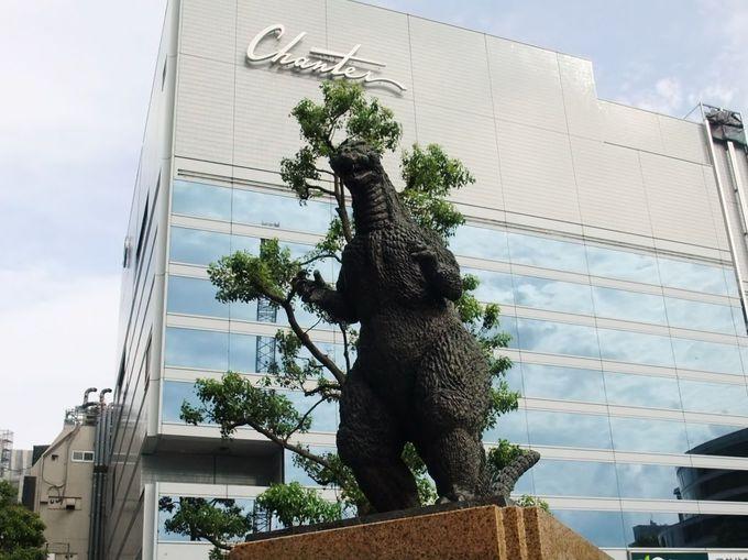 『合歓の広場』のゴジラ像