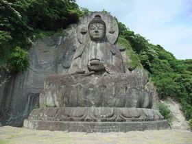 巨大石仏に、スリル満点の地獄体験!千葉・鋸山と日本寺へ。
