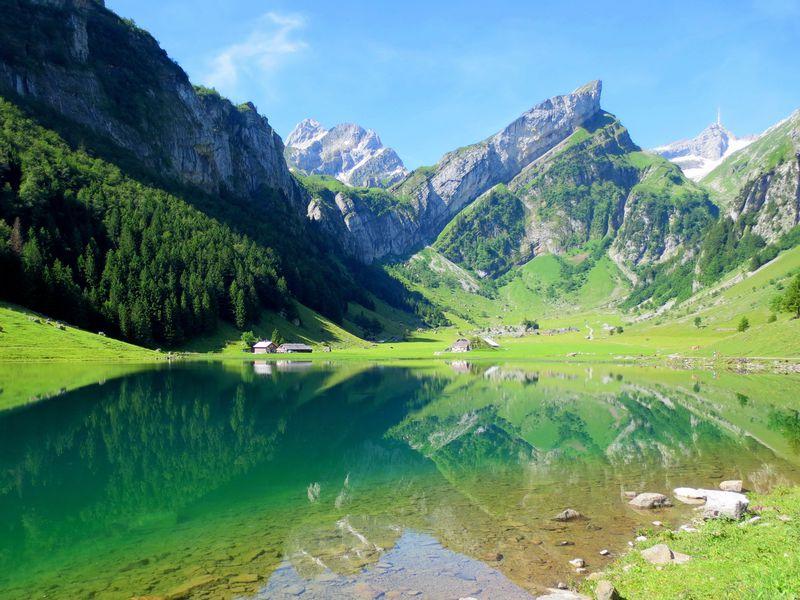 絶景!スイスの秘境「ゼーアルプ湖」アルプスの真ん中でホエー風呂も!