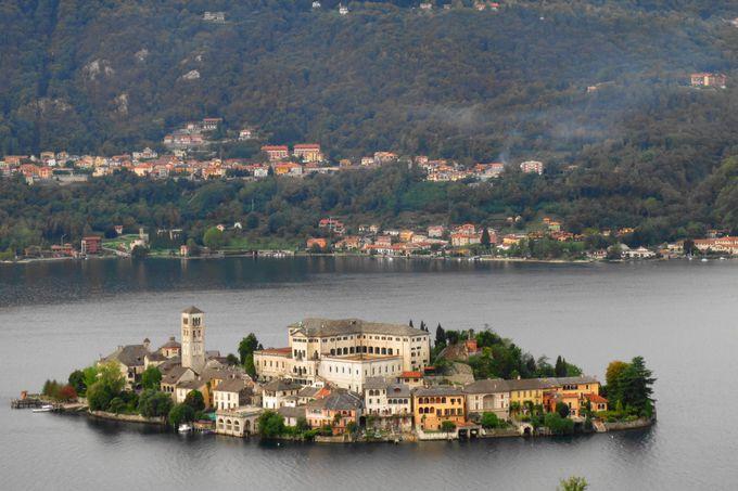 イタリア湖水地方の中でも珠玉の美しさを誇るオルタ湖。碧き湖に浮かぶジューリオ島の幻想的な風景!