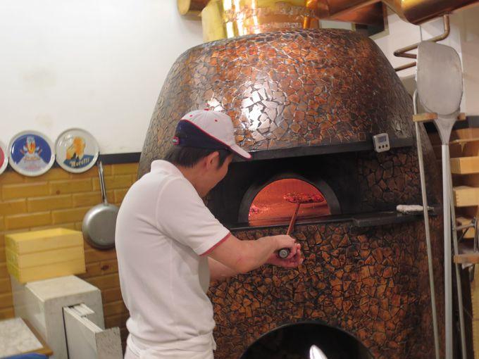 こだわりの素材を焼き上げる熟練職人の技が、真のナポリピッツァを生む!!