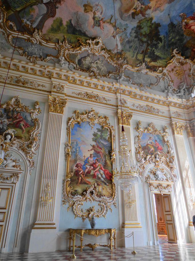 豪華絢爛・ロココ様式の大広間「シュタイネルネザール(石のホール)」