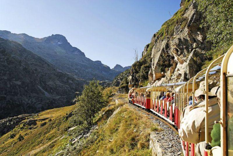 断崖絶壁を行く!仏・ピレネー絶景列車「プチトラン・アルトゥースト」