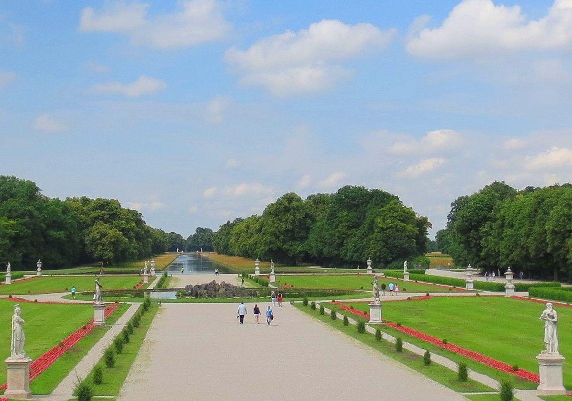 花々の美しい広大な庭園は、ミュンヘンっ子のオアシス