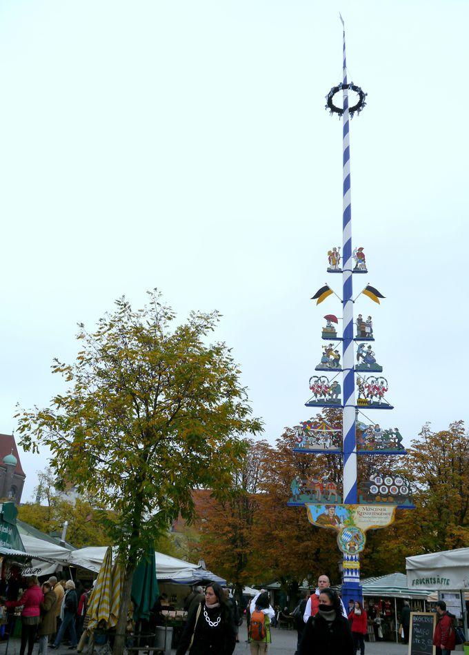 ヴィクトアリエン広場のシンボル・マイバウム