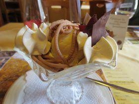 スイス・エンガディンの秋!黄金に輝くカラマツと栗料理を満喫