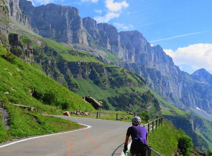 ツール・ド・スイスの峠道は絶景に次ぐ絶景!