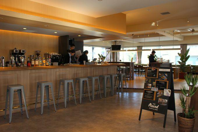まるでホテル!フロントはお洒落なカフェバー空間!