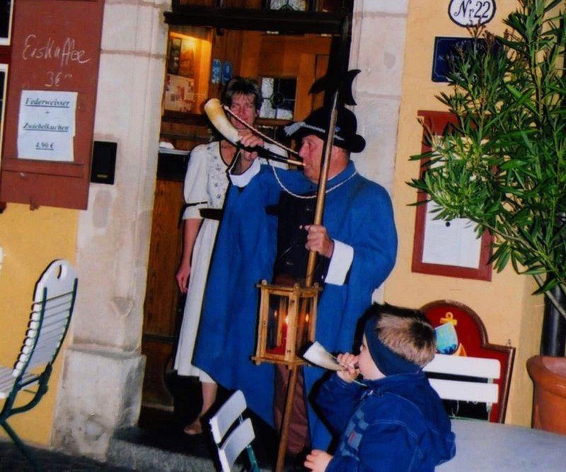 歌とワインと角笛と!ドイツ「ディンケルスビュール」は夜警ツアーが面白い!