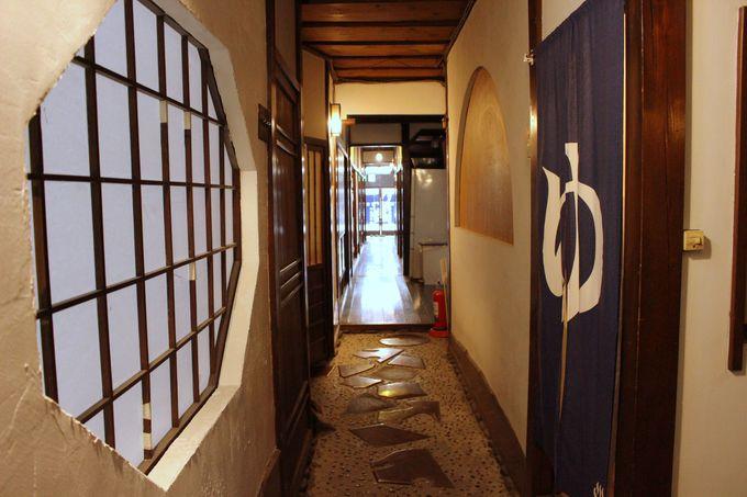 玄関から続く、美しい長廊下!木工の町ならではの細工が凄い!