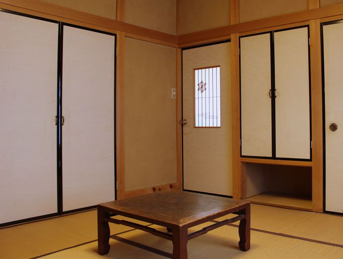 鍵付きの個室は旅館のよう!トイレ&洗面台付の個室も!