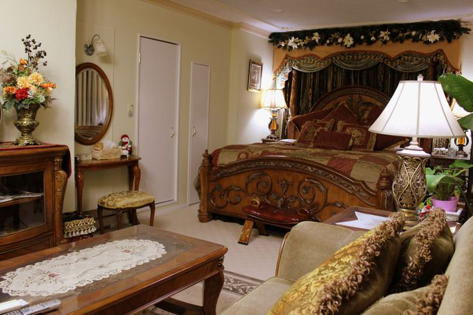 まるで貴族のお屋敷!ゴージャスなベッドで見る夢は・・・。
