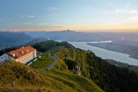 鉄道で巡るスイスの絶景