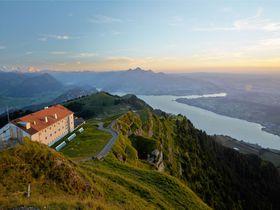 王侯貴族が愛したスイス「リギ山&リギクルムホテル」欧州最古の登山鉄道と絶景・夜景・ご来光!
