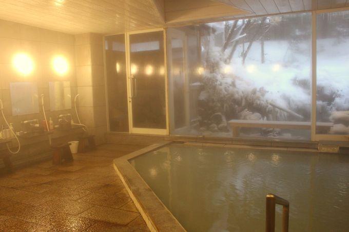 源泉かけ流しのにごり湯硫黄泉!雪見風呂が最高!