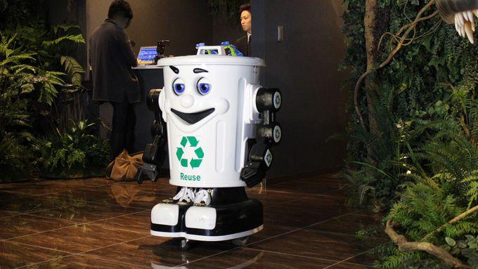 「変なホテル」のロボットたち